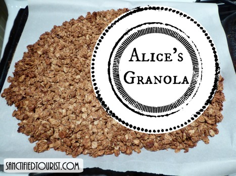 Did you know oatmeal lowers cholesterol y'all? Here is my favorite real food recipe that I can't wait to share with you.